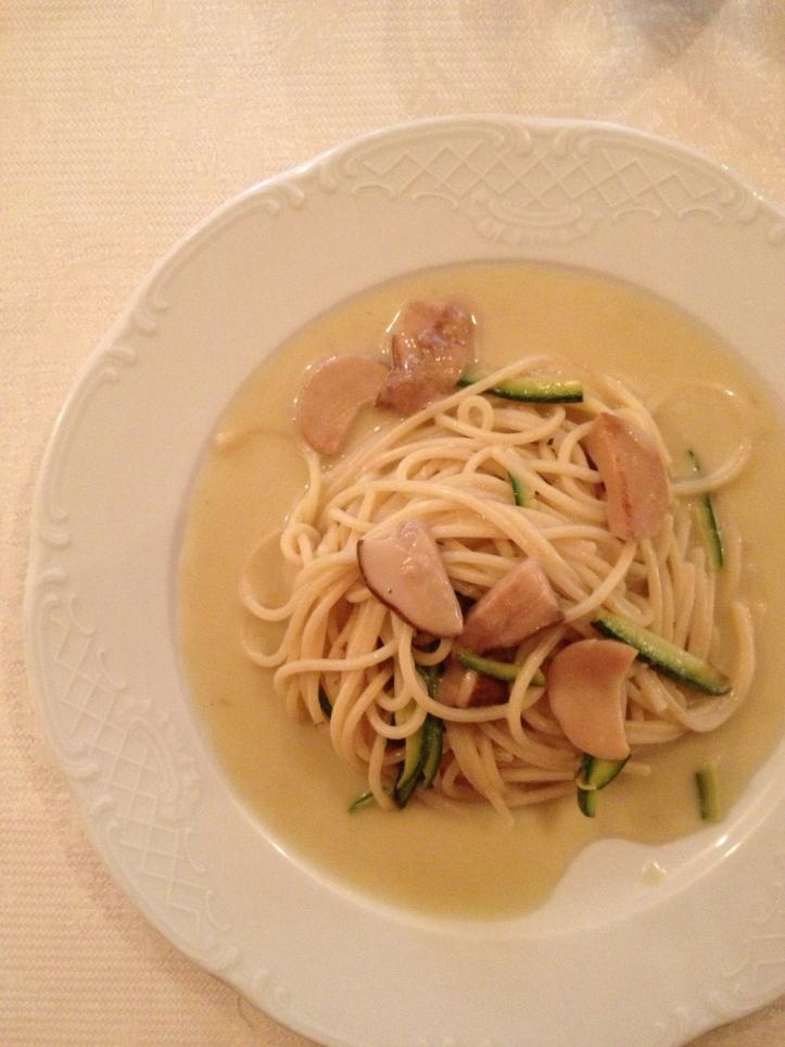 Pasta Ma'Kiara con zucchini e funghi