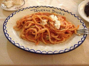 Pasta met tomatensaus en ricotta