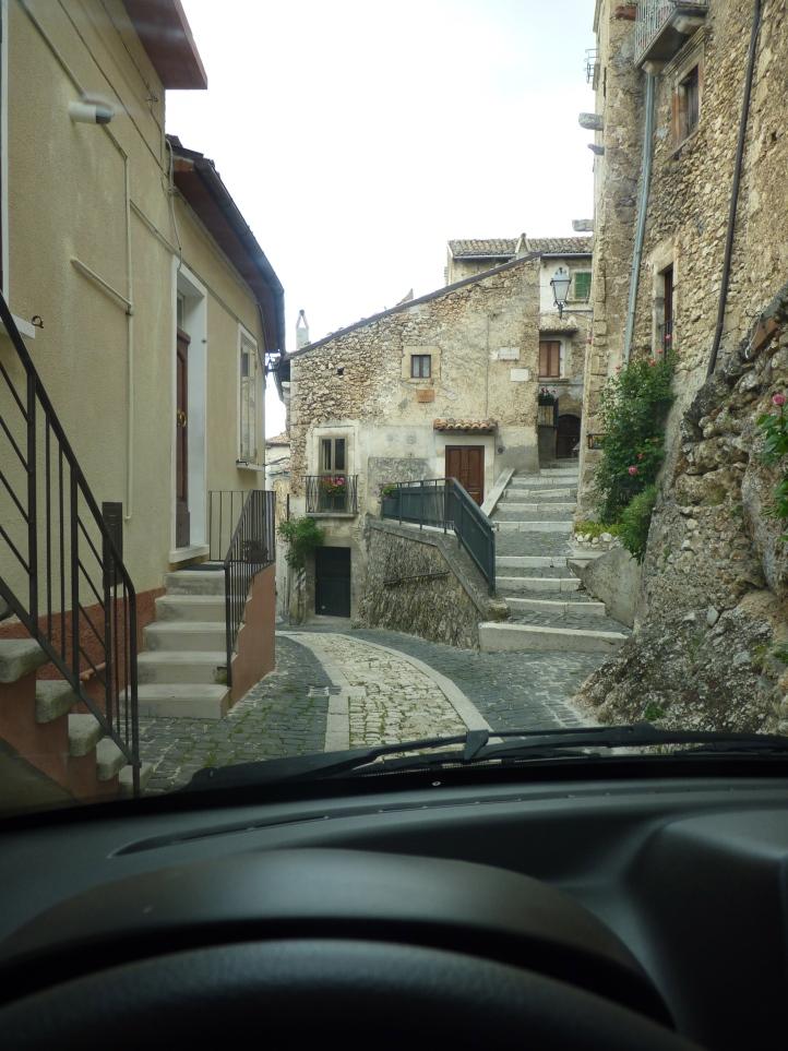 De smalle straatjes van Calascio