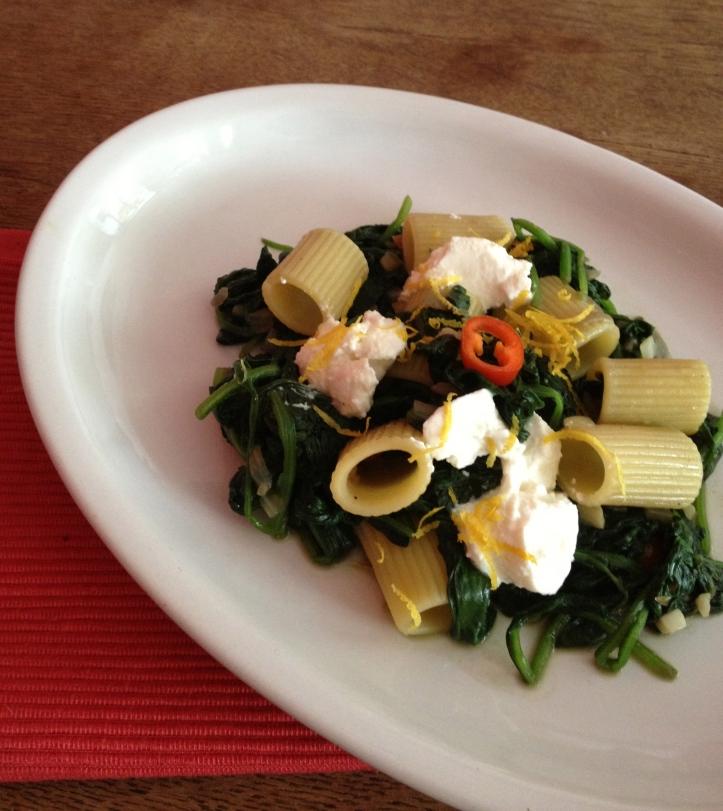 Rigatoni, ricotta & spinazie