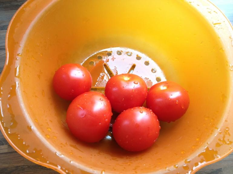 Ik had zo'n 5 kilo tomaten gekocht. Ze pasten niet allemaal in de pan...